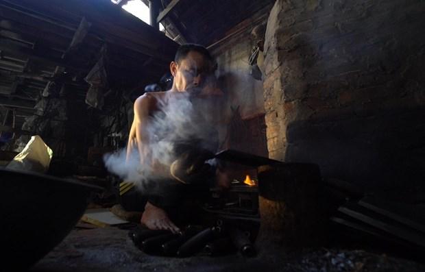 Aldea de Da Sy, Hanoi, preserva oficio de forjador centenario hinh anh 1