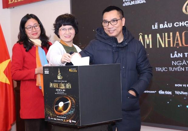 """Premios """"Cong hien"""" de VNA reconocen a los artistas vietnamitas mas dedicados a la musica hinh anh 3"""