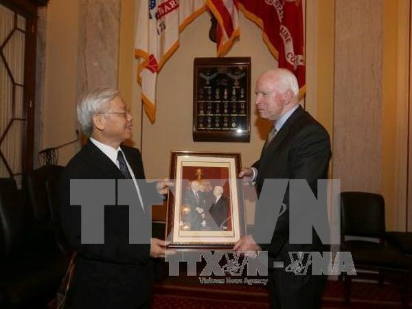 John McCain emite declaracion sobre visita de Nguyen Phu Trong hinh anh 1