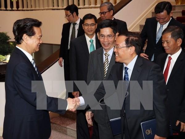 Premier vietnamita dialoga con recien designados diplomaticos hinh anh 1