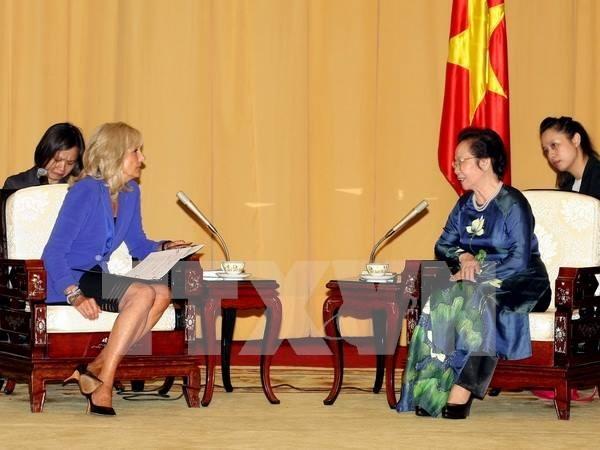Vicepresidenta vietnamita recibe a esposa de Joe Biden hinh anh 1