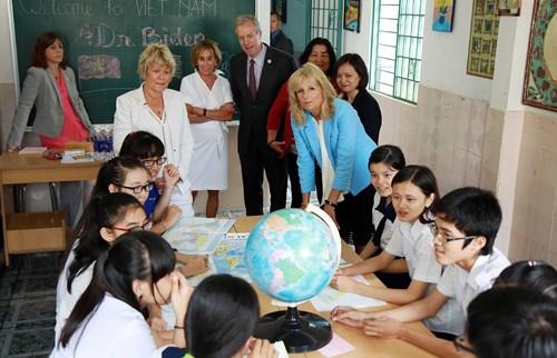 Segunda dama de Estados Unidos visita Ciudad Ho Chi Minh hinh anh 1