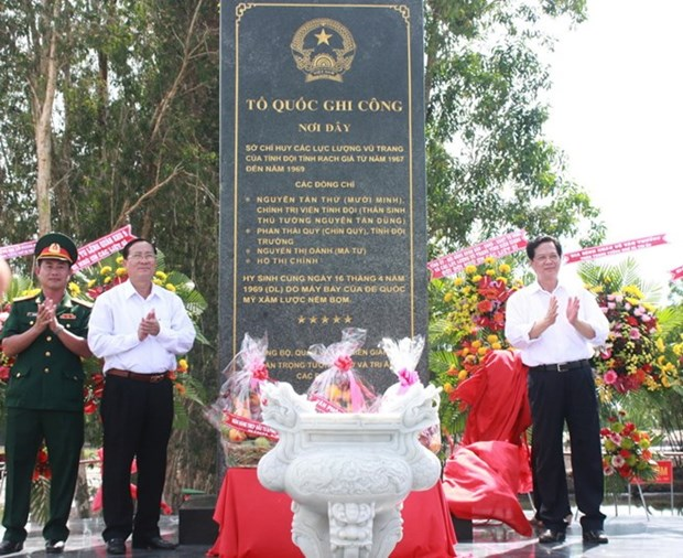 Asiste premier a ereccion de estela conmemorativa en Kien Giang hinh anh 1