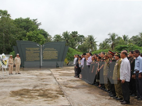 Homenajean a martires vietnamitas caidos en Laos hinh anh 1