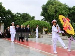 Rinden homenaje a los martires de la Patria hinh anh 1