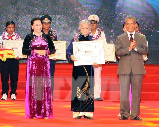 Honran a destacados del movimiento de emulacion patriotica hinh anh 1