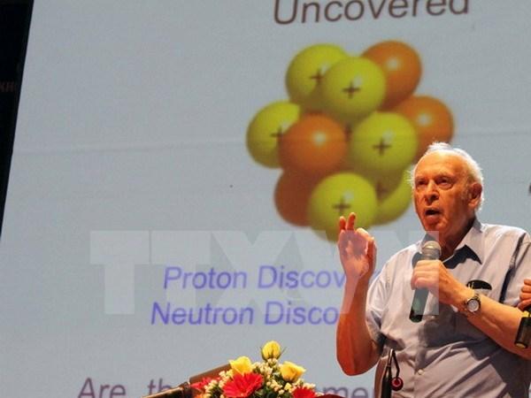 Ganador de Nobel Jerome Isaac conversa con estudiantes vietnamitas hinh anh 1
