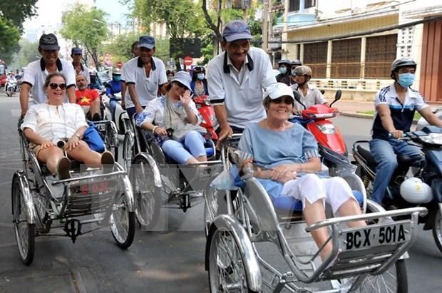 Recuperan numero de visitantes extranjeros a Vietnam hinh anh 1