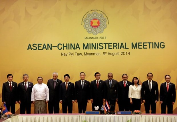 ASEAN-China revisan implementacion de DOC hinh anh 1