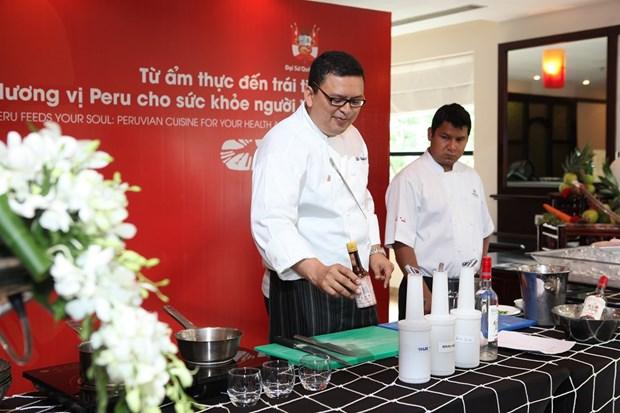 En Hanoi un pequeno mundo de arte culinario peruano hinh anh 1