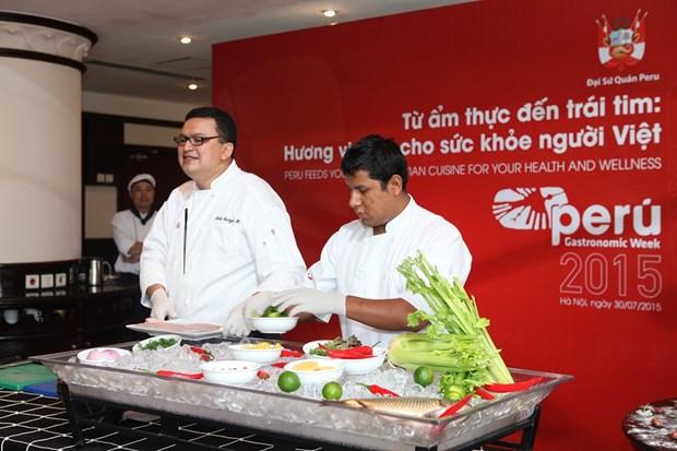 En Hanoi un pequeno mundo de arte culinario peruano hinh anh 2