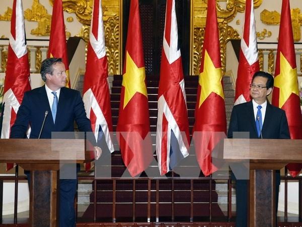 Concluye premier britanico visita oficial a Vietnam hinh anh 1