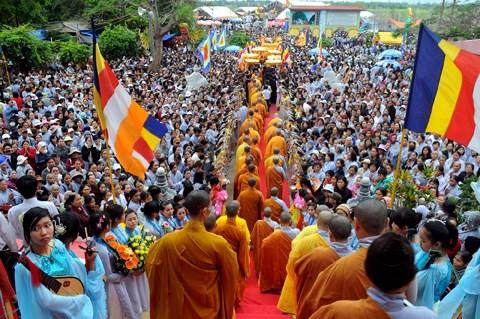 Miles de fieles asisten a Festival de Avalokitesvara hinh anh 1