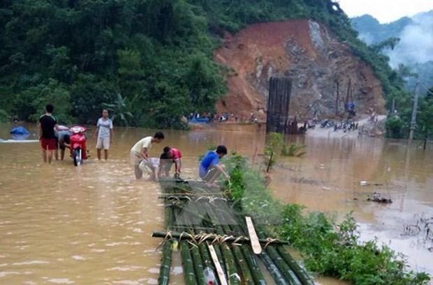 Desastres azotan provincias nortenas y centrales de Vietnam hinh anh 1
