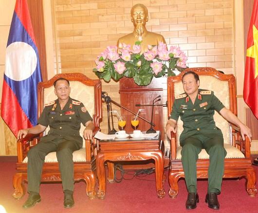 Vietnam y Laos intercambien experiencias sobre politica militar hinh anh 1