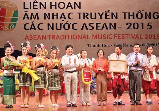 Clausuran festival musical tradicional de paises de ASEAN hinh anh 1