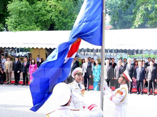 Cancilleria vietnamita efectua izamiento de bandera de ASEAN hinh anh 1
