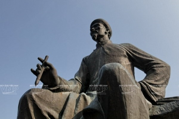 Enaltece Vietnam legado cultural del gran poeta Nguyen Du hinh anh 1