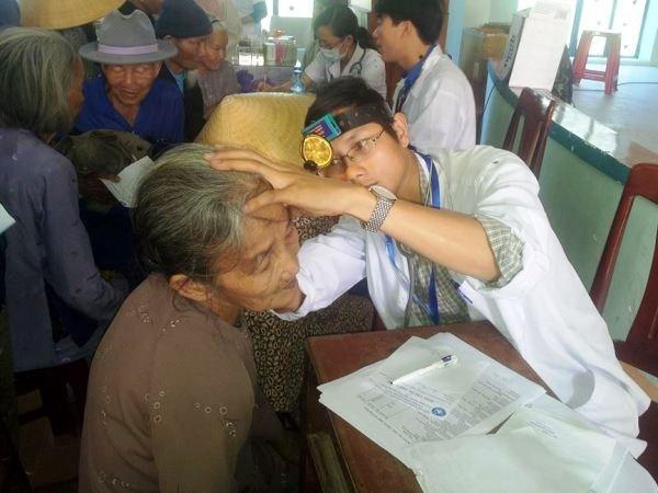 Atienden a pacientes pobres en Delta de rio Mekong hinh anh 1
