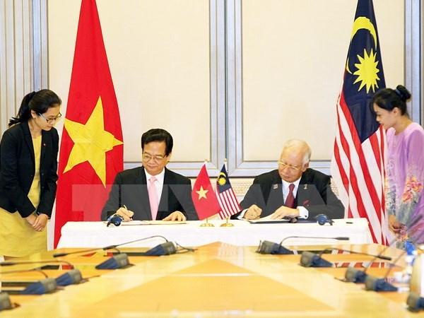 Concluye premier vietnamita visita a Malasia y Singapur hinh anh 1