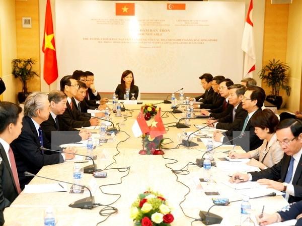 Visita de premier profundiza nexos con paises de ASEAN hinh anh 1