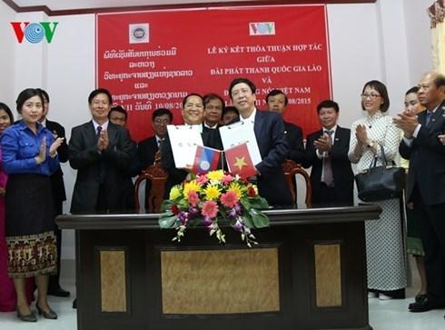 Radioemisoras de Laos y Vietnam firman acuerdo de cooperacion hinh anh 1