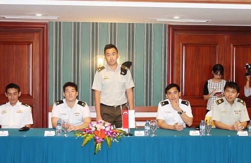 Oficiales jovenes Vietnam-Singapur realizan encuentro de intercambio hinh anh 1
