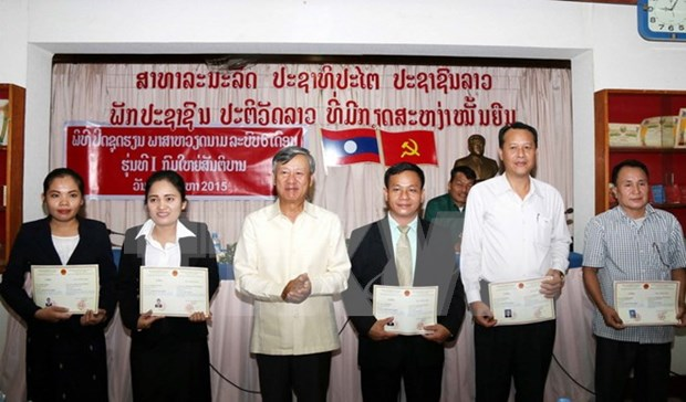 Concluye primer curso de vietnamita para funcionarios de Laos hinh anh 1