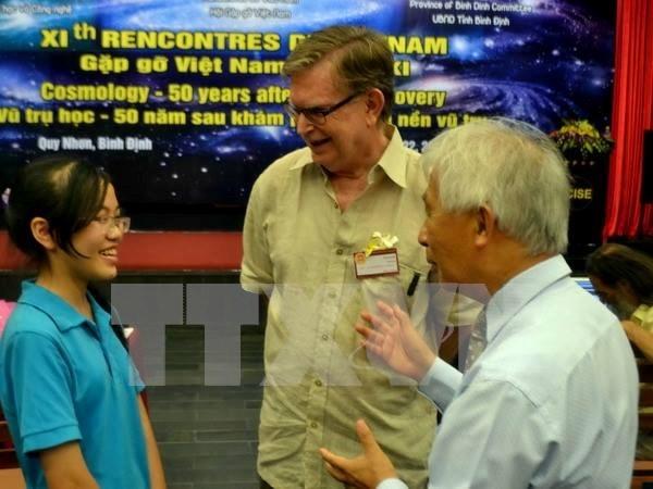 Ganador del Nobel de Fisica se reune con jovenes vietnamitas hinh anh 1