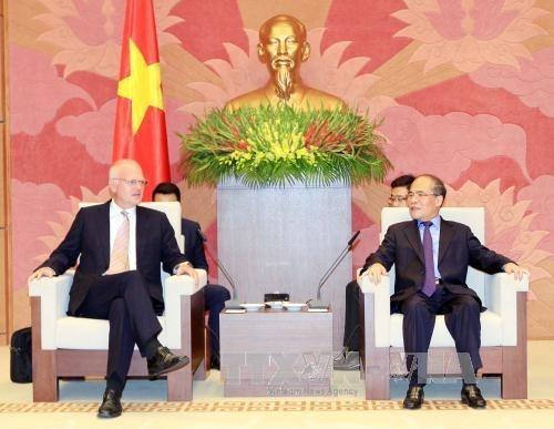Presidente parlamentario vietnamita elogia avances en lazos con UE hinh anh 1