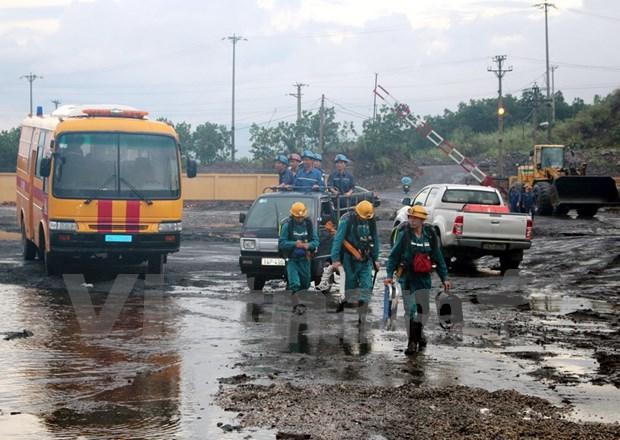 Dirigente parlamentario visita victimas de accidente de mina de carbon hinh anh 2