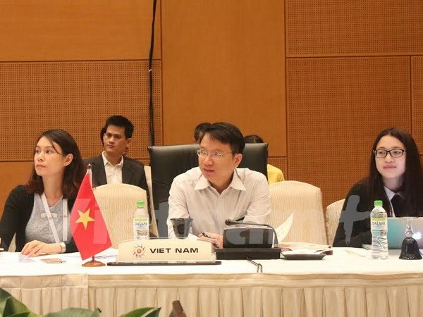 Debaten contenidos para reunion ministerial de economia de ASEAN hinh anh 1