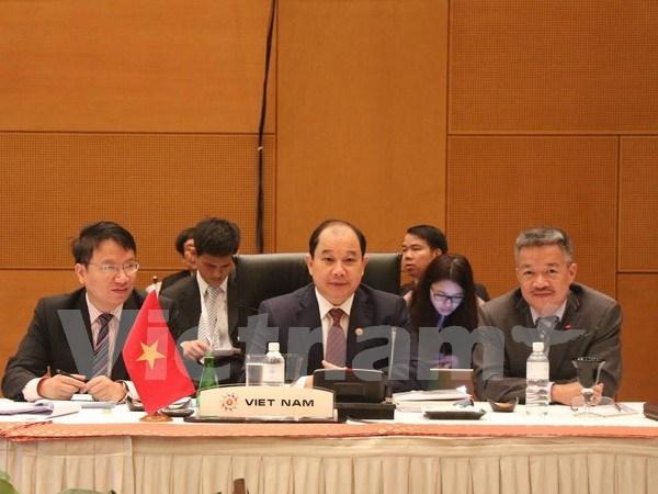Vietnam asiste a reuniones consultivas de ministros economicos ASEAN hinh anh 1