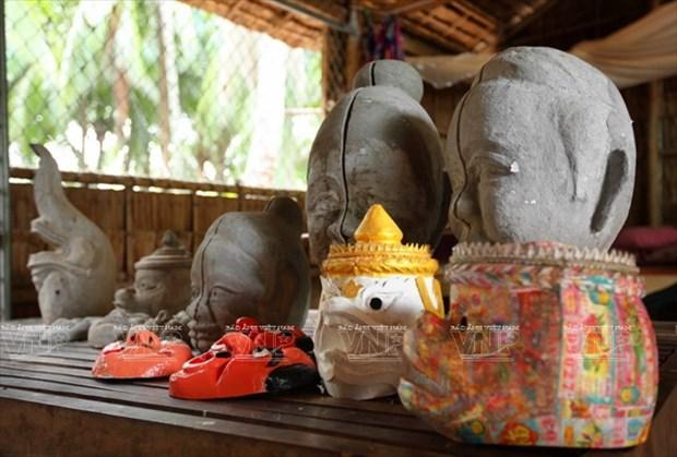 Empenado khmer en conservar valor de misteriosas mascaras hinh anh 3