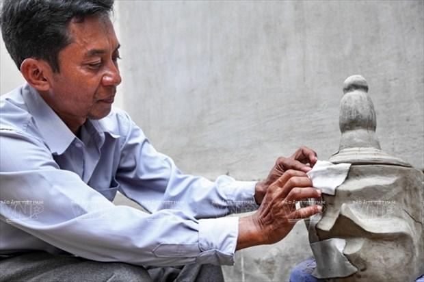 Empenado khmer en conservar valor de misteriosas mascaras hinh anh 1