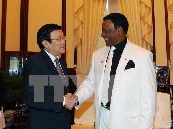 Presidente recibe a saliente embajador nigeriano hinh anh 1