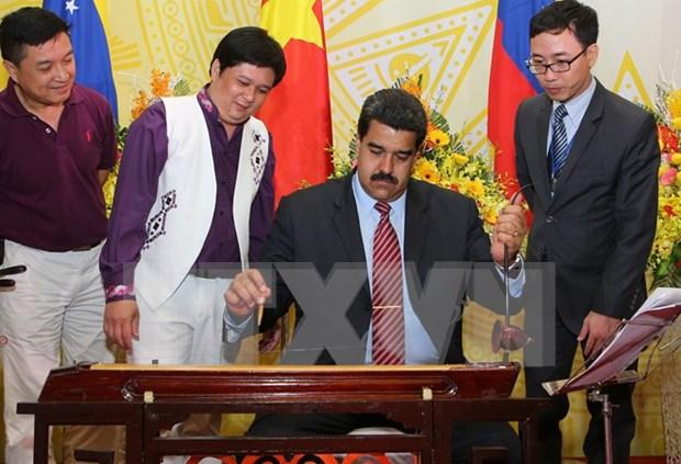 Presidente venezolano Nicolas Maduro concluye visita a Vietnam hinh anh 1