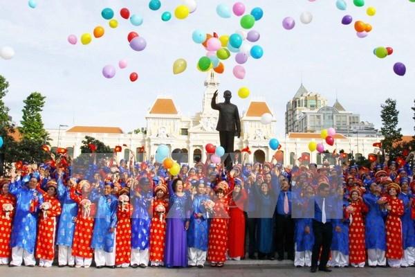Contraen matrimonio 100 parejas en Ciudad Ho Chi Minh hinh anh 1