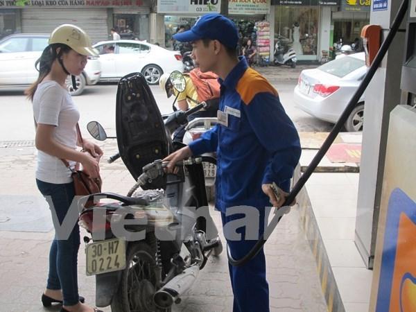 Continua reduccion de precios de combustibles en Vietnam hinh anh 1