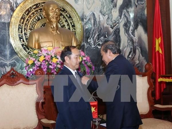 Funcionarios judiciales de Laos y Cambodia reciben distincion vietnami hinh anh 1
