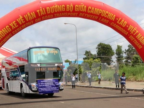 Inauguran via de transporte trasfronterizo Cambodia-Laos-Vietnam hinh anh 1