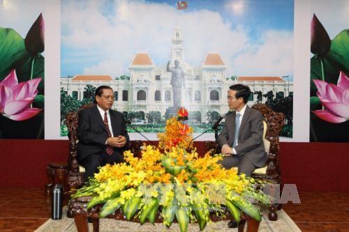 Dirigente de Ciudad Ho Chi Minh recibe a delegacion de Champasak hinh anh 1
