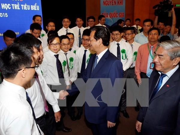 Premier dialoga con destacados cientificos jovenes hinh anh 1