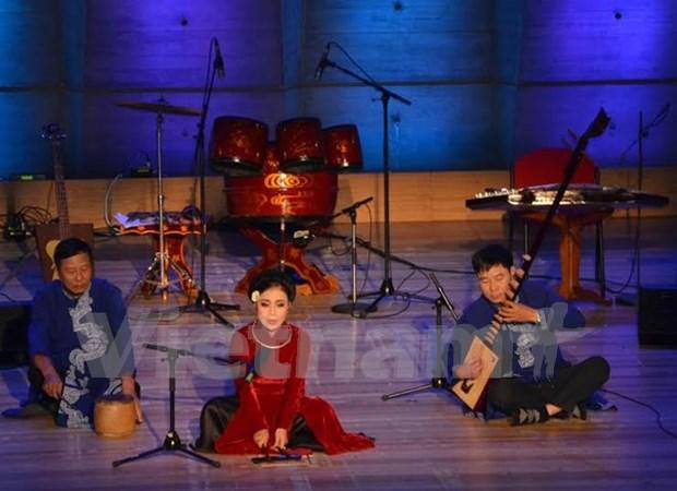 Melodias folcloricas vietnamitas propician impacto auditivo en Paris hinh anh 1