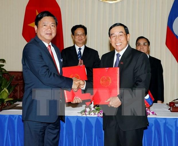 Firman Vietnam y Laos acuerdo de cooperacion en transporte hinh anh 1