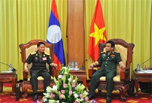 Destacan cooperacion entre cuerpos de artilleria de Vietnam y Laos hinh anh 1