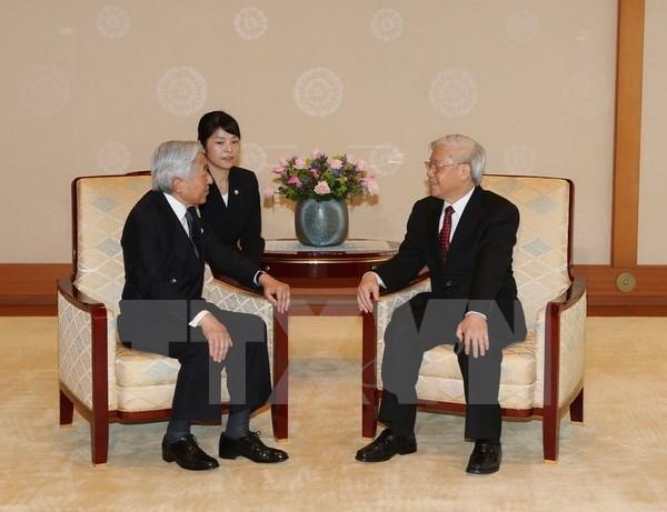Dirigente partidista vietnamita se reune con emperador japones hinh anh 1