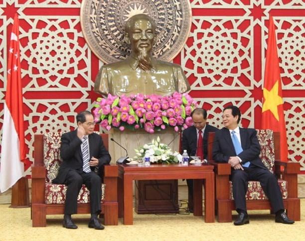 Vietnam favorecera condiciones para inversores singapurenses hinh anh 1