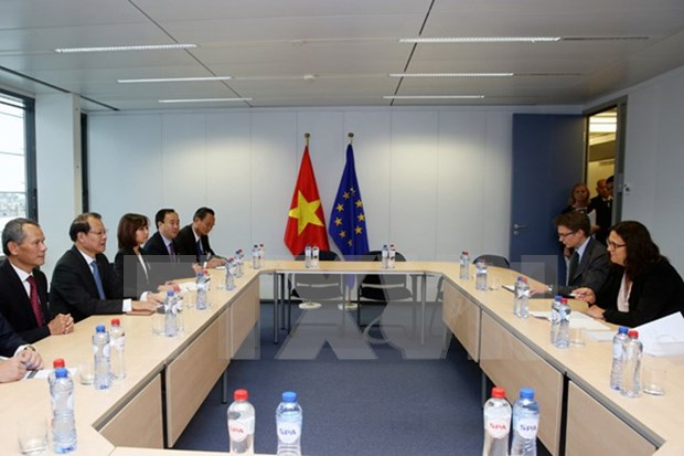 UE ratifica respaldo a dialogo para asuntos del Mar Oriental hinh anh 1