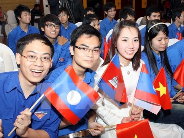 Jovenes vietnamitas y laosianos orgullosos por relaciones bilaterales hinh anh 1